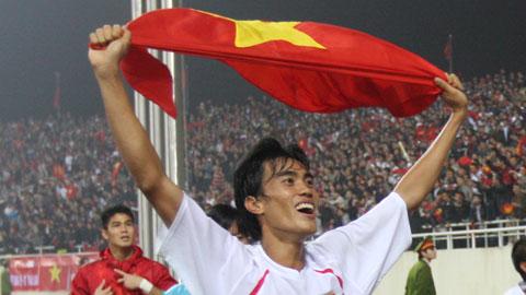 Phước Tứ ăn mừng chức vô địch AFF Suzuki Cup 2008 cùng ĐT Việt Nam Ảnh: ĐỨC CƯỜNG