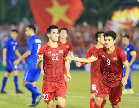 Thầy Park vẫn đang đau đầu tìm thêm tiền đạo dự phòng cho Tiến Linh (22) và Đức Chinh (9)Ảnh: Đức Cường