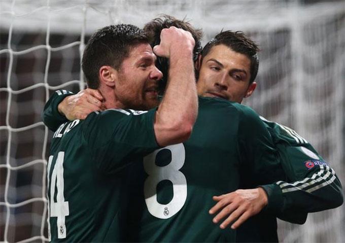 Alonso đến Real cùng thời điểm với Ronaldo