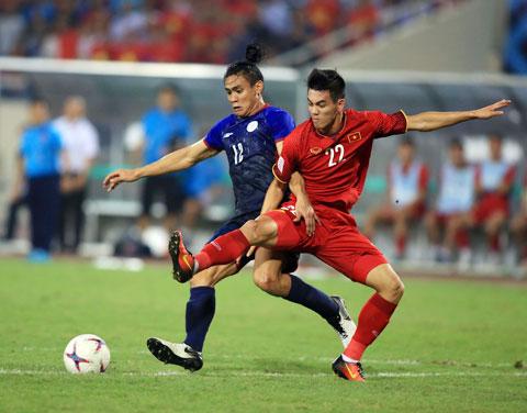 Những trận đấu giữa Việt Nam (phải) và Thái Lan luôn thu hút NHM theo dõi