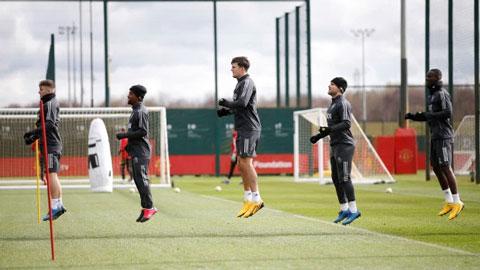 Các CLB Ngoại hạng Anh trở lại sân tập vào đầu tháng 5