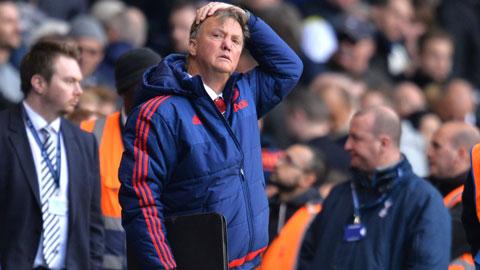 """Vì sao """"triều đại"""" Van Gaal ở Man United sụp đổ?"""