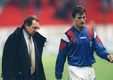 HLV Houllier không ưa gì Ginola kể từ sau sai lầm khiến ĐT Pháp mất vé dự World Cup 1994