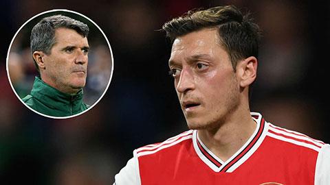 Roy Keane bất ngờ bảo vệ Oezil giữa bão chỉ trích