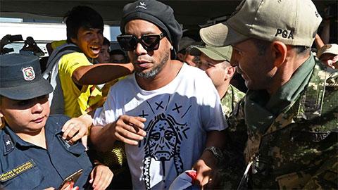 Ronaldinho vẫn ngây thơ khi lần đầu trả lời phỏng vấn kể từ cú sốc ngồi tù