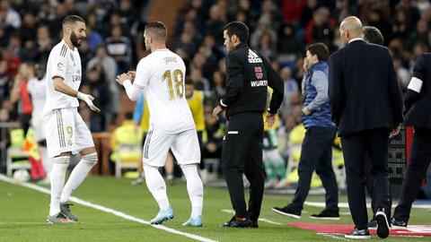 FIFA đề xuất thay 5 người mỗi trận hậu Covid-19