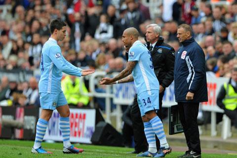 Tình huống De Jong vào thay Nasri để giúp Man City đánh bại Newcastle