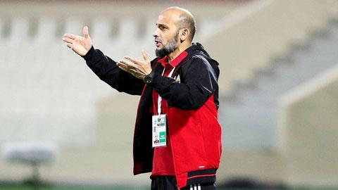 HLV Abdulaziz Al Anbari sẽ dẫn dắt ĐT UAE thi đấu các trận còn lại tại vòng loại  World Cup 2022 - Ảnh: PHAN TÙNG