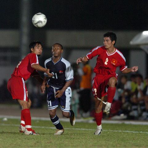 Văn Trương (phải) tại SEA Games 23-2005