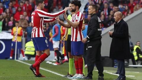 FIFA đồng ý cho thay 5 cầu thủ, bác bỏ tổ chức trận đấu 45 phút