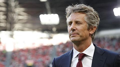 Van der Sar thay mặt Ajax gửi thông điệp làm nản lòng Chelsea và M.U