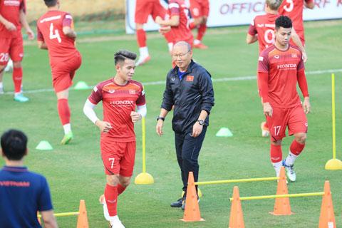 HLV Park Hang Seo và các tuyển thủ cần nhiều thời gian để chuẩn bị cho các giải đấu quan trọng trong năm - Ảnh: Đức Cường