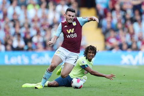 Aston Villa (trước) và Bournemouth đều không đồng tình đá sân trung lập