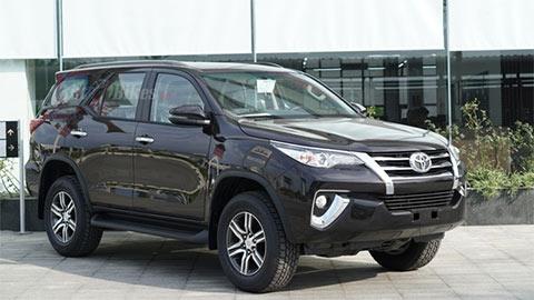 Toyota Fortuner giảm giá cực mạnh, đè Hyundai Santa Fe, Ford Everest, Mazda CX-8