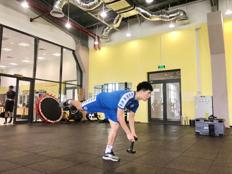 Đình Trọng và nhiều cầu thủ đang tập luyện tại Trung tâm PVF