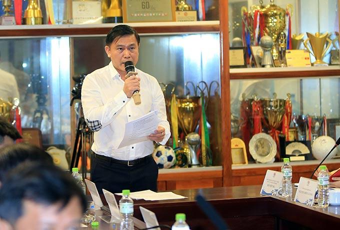 Ông Trần Anh Tú - Chủ tịch HĐQT VPF phân tích những khó khăn nếu V.League không rút gọn - Ảnh: Đức Cường