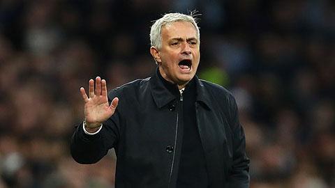 Mourinho dè bỉu những người không dám đá bóng vì dịch