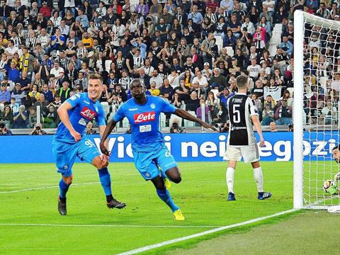 Trung vệ tài năng Koulibaly ăn mừng trong màu áo Napoli