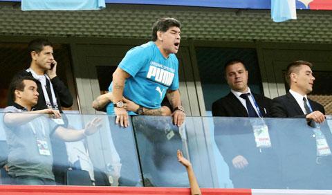 """Maradona có tới hơn 2 thập kỷ """"đá cặp"""" với ma túy"""