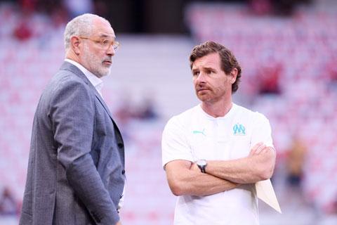 """GĐTT Zubizarreta (trái) vừa rời Marseille, trong khi HLV Villas-Boas cũng thừa nhận """"đang cân nhắc mọi khả năng"""""""
