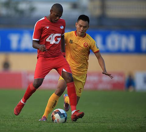 Bruno sẽ lỡ mất cơ hội lần thứ 2 giành danh hiệu Vua phá lưới ở V.League - Ảnh: Minh Tuấn
