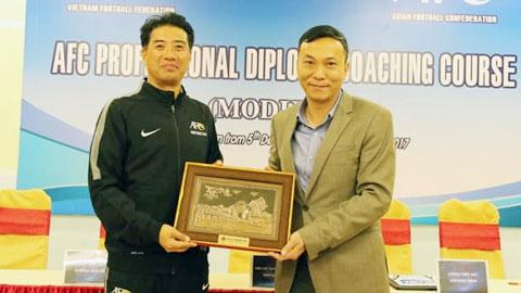 Bóng đá Việt Nam gian nan đi tìm kiến trúc sư trưởng
