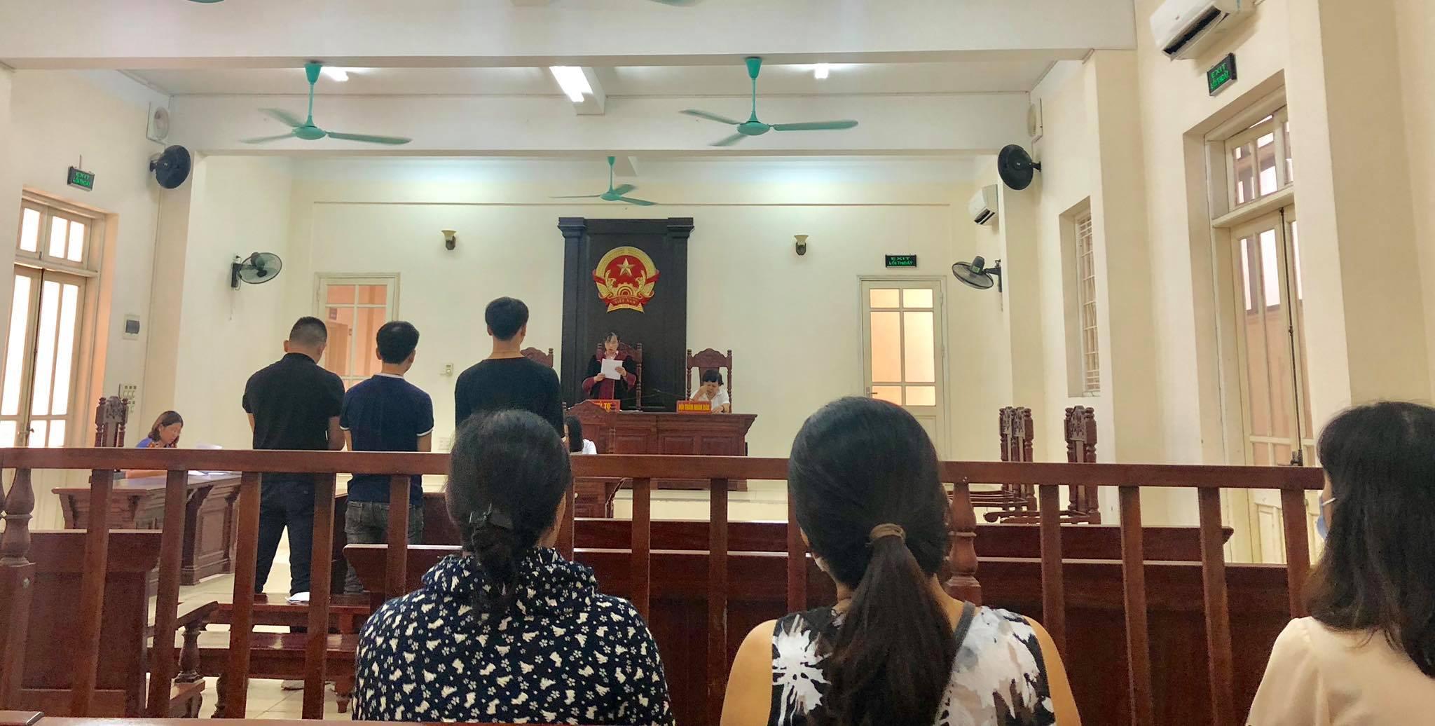 Vụ án đốt pháo sáng, gây rối trật tự công cộng, chống người thi hành công vụ trong trận Hà Nội - Nam Định ở mùa giải 2019 được đưa ra xét xử sáng nay