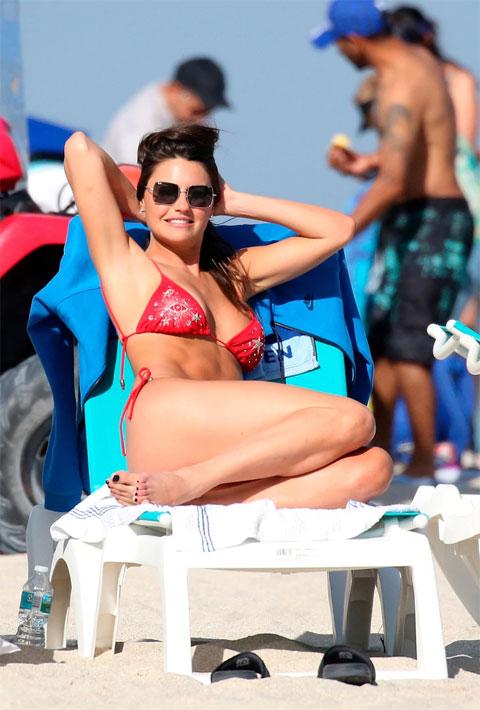 Sofia Jimenez với những đường cong sexy
