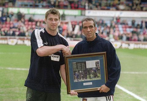 Di Canio từng nhận giải thưởng  fair-play của FIFA năm 2001