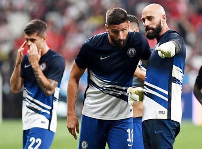 Chelsea trói chân Giroud và Caballero thêm 1 năm