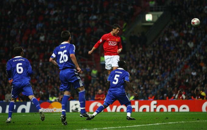 M.U vươn lên dẫn trước ở phút 26 do công của Ronaldo