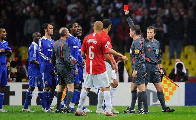 Drogba nhận thẻ đỏ trong hiệp phụ thứ 2