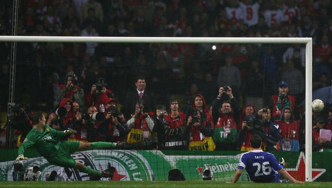 Cú trượt chân định mệnh của Terry khiến Chelsea lỡ cơ hội lần đầu vô địch Champions League