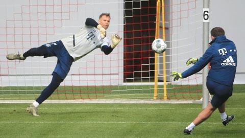 Manuel Neuer vẫn phản xạ nhanh nhạy dù đã bước sang tuổi 34