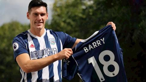 Barry đang đá cho West Brom nhưng đã đầu tư vào đội bóng khác là Swindon từ cách đây 7 năm