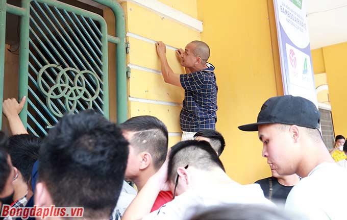 Sáng mai, 50% số vé còn lại sẽ được bán nốt. Vào lúc 18h00 chiều mai, trận đấu giữa DNH Nam Định và HAGL sẽ diễn ra