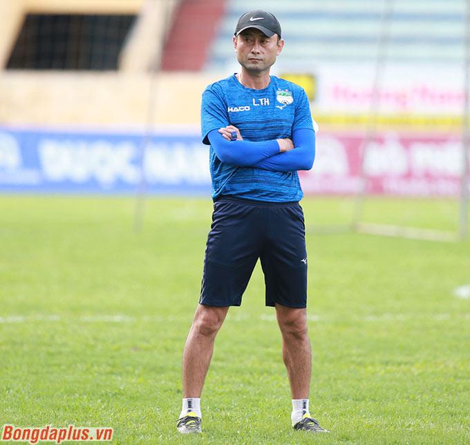 Đây là trận đấu đánh dấu sự trở lại của bóng đá Việt Nam sau 2 tháng rưỡi tạm nghỉ vì dịch Covid-19 - Ảnh: Tân Nghĩa