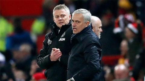 Mourinho ca thán với Solskjaer về phòng thay đồ của M.U