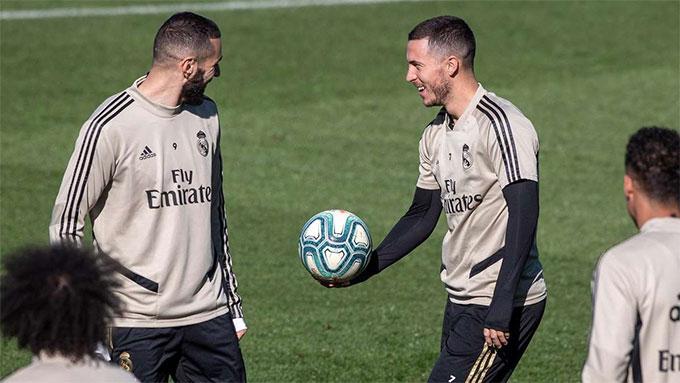 Hazard (phải) đã trở lại tập luyện