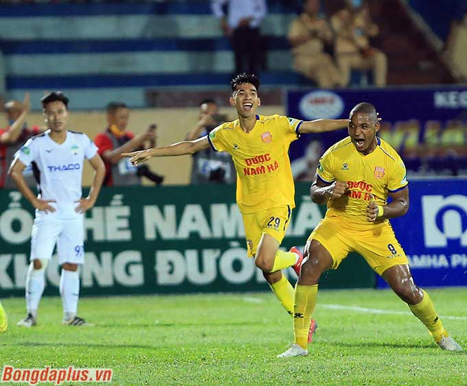 DNH Nam Định dưới sân cũng thắng 2-0 thuyết phục trước HAGL