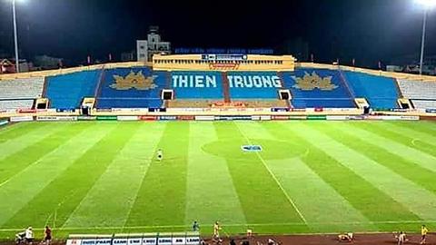 Choáng với mặt cỏ cực đẹp của sân Thiên Trường trước trận Nam Định - HAGL