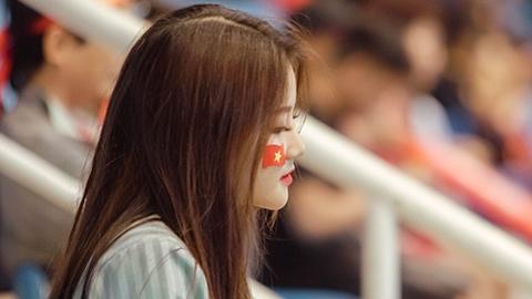 Tìm ra profile cô gái hot nhất khán đài trận Nam Định - HAGL