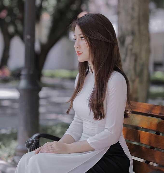 Cộng đồng mạng lập tức tìm ngay ra facebook của cô gái xinh đẹp này. Theo đó, cô có tên là Hương - Ảnh: FBNV