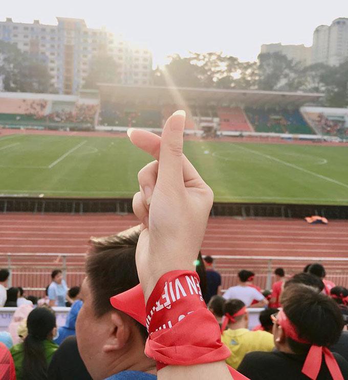 Dù vậy, Hương rất chịu khó đi xem bóng đá, đặc biệt là các đội tuyển Việt Nam, từ TP.HCM ra Hà Nội