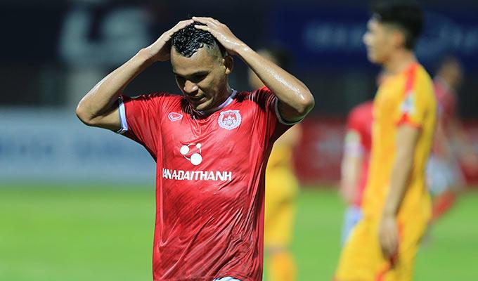 Lâm Thuận và các đồng đội thì tiếc nuối vì không thể đưa trận đấu vào chấm penalty