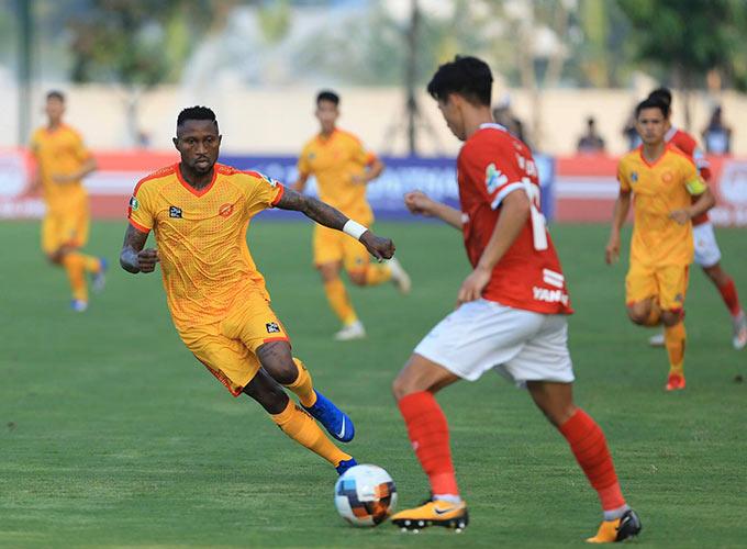 Trong đội hình của Thanh Hoá có tiền đạo nhập tịch Hoàng Vũ Samson. Anh cũng là cầu thủ gốc ngoại duy nhất thi đấu trên sân ở cuộc đối đầu này