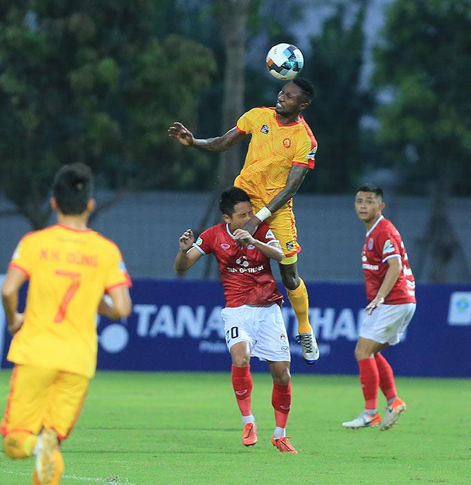 Samson chính là người ghi bàn mở tỷ số bằng quả đánh đầu cho Thanh Hoá ở phút 57 sau quả tạt bóng như đặt của Văn Thắng
