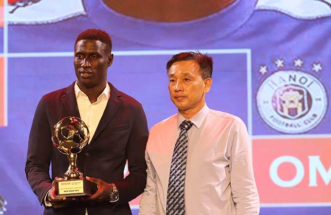 Ngoại binh Omar nhận giải cầu thủ nước ngoài xuất sắc nhất