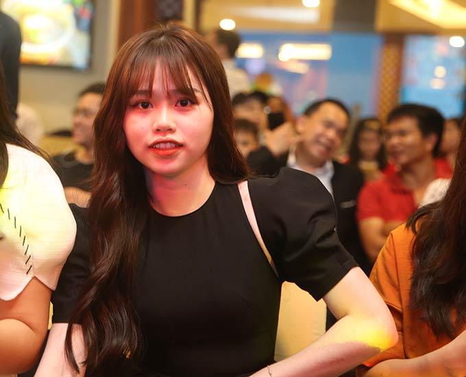 Huỳnh Anh, bạn gái mới của Quang Hải được cầu thủ này đưa đến dự Gala