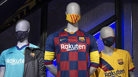 Barca bán khẩu trang giá 460.000 đồng vì cule
